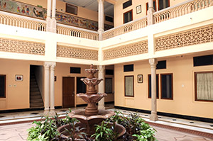Hotel Arya Niwas has open areas, gardens, verandahs and courtyards all around